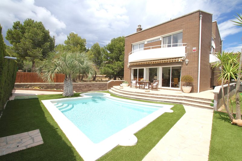FLAMINGO, Piscina privada, BBQ, Wifi gratis, vacation rental in L'Hospitalet de l'Infant