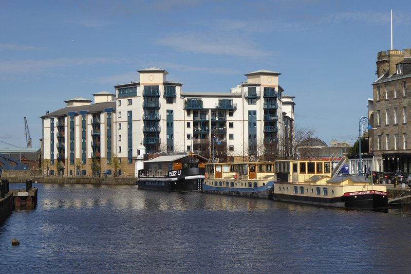 Beautiful 2 bedroom apartment with superb views of the Water of Leith and the Shore