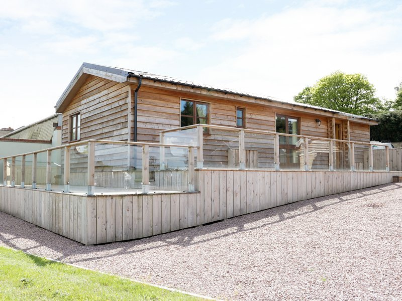 HILL VIEW LODGE 1, pet-friendly, countryside views,, vacation rental in Cleobury Mortimer