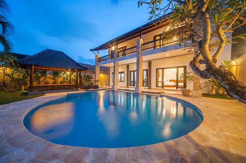 '75% OFF' Spacious 4BR Villa - Casa Priya, Seminyak, location de vacances à Kerobokan