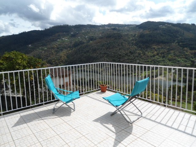 Casa amarela - região do Douro - 52126 / AL, vacation rental in Entre-os-Rios