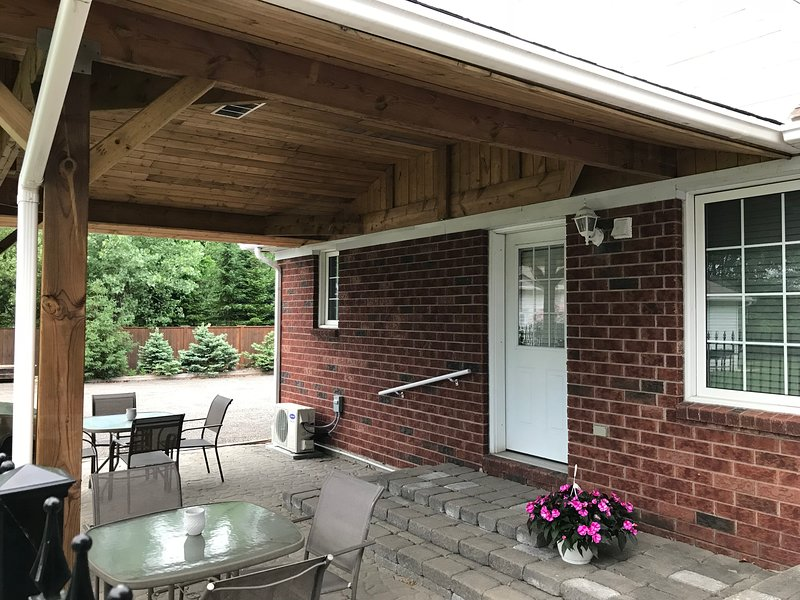 Pat's Little Bit of Country, vacation rental in Niagara Falls