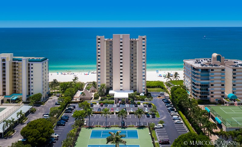 SEA WINDS 1701 - Weekly Beachfront Vacations Permitted !!, vacation rental in Marco Island