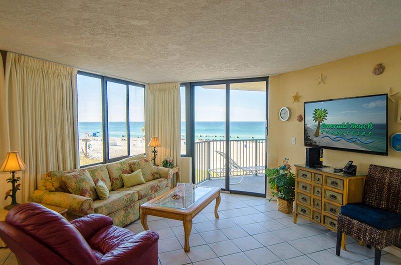 Surfside Sandcastle, Sunbird 208W Panama City Beach, Floride. Faites de ceci votre endroit parfait au paradis! La grande salle dispose d'une télévision à écran plat de taille humaine, d'un luxueux canapé-lit queen-size et d'un confortable fauteuil à bascule pivotant en cuir.