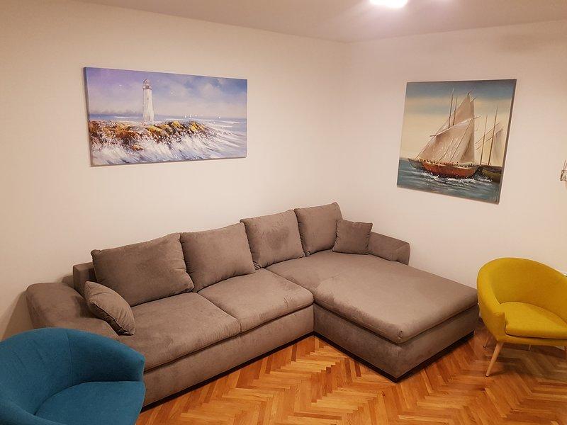 APP SANDRA 3 BEDROOMS AND 2 BAHTROOMS ON 112 M2 KOSTRENA RIJEKA, holiday rental in Kostrena