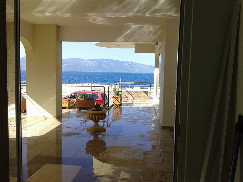 Seaside apartment at the foot pf the mountain (MARE&MONTI), location de vacances à Thermopylae