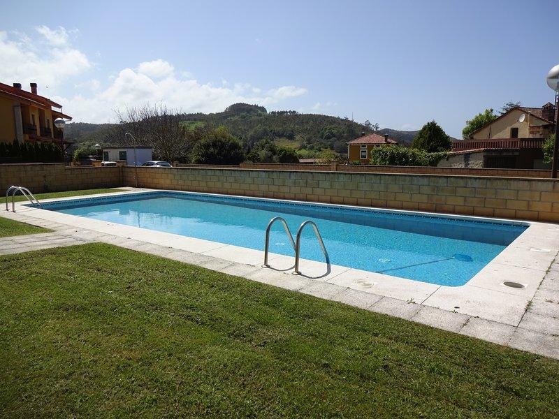 Apartamento San Roque (Santillana del Mar - Cantabria) con amplio jardín privado, holiday rental in Treceno