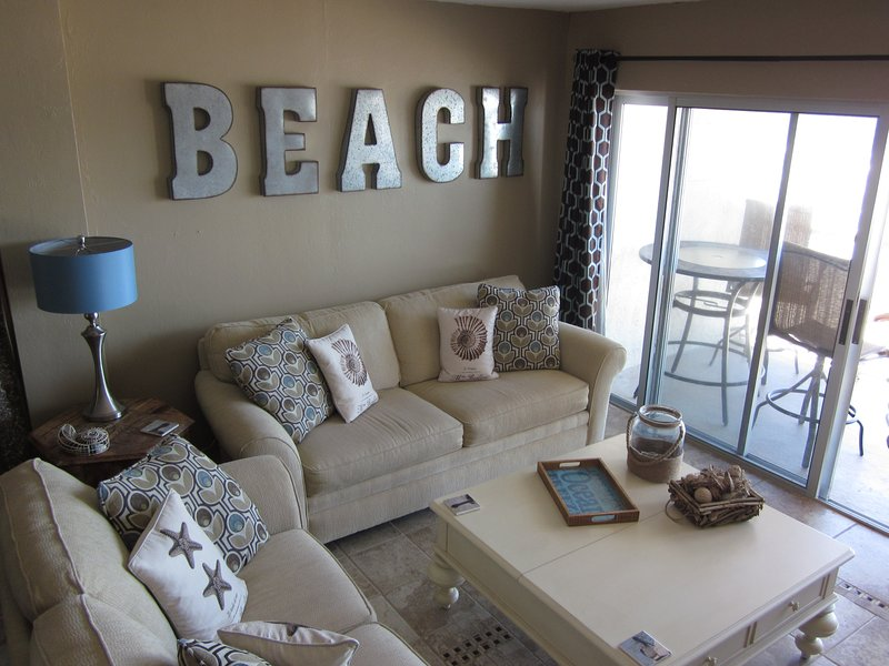 Awesome Beach-facing Renovated Condo!, holiday rental in New Smyrna Beach