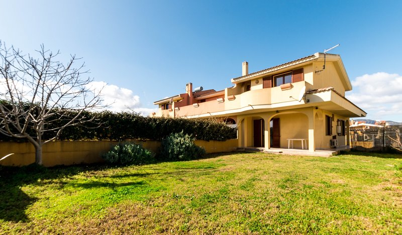 Autumn Holidays in a Relaxing House near Cagliari, vacation rental in Capoterra