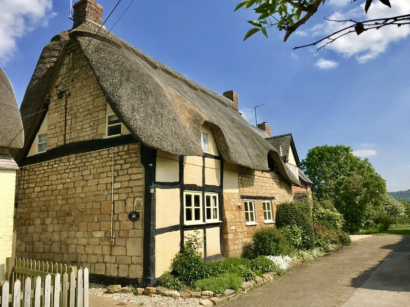 Bells Cottage  Alderton  In The Heart Of The Cotswolds