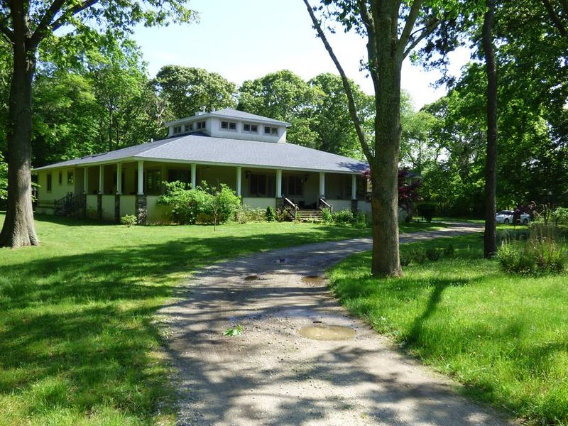 Frank Lloyd Wright Prairie Style Home on 4 Acres Wild Life Refuge, holiday rental in Middle Island