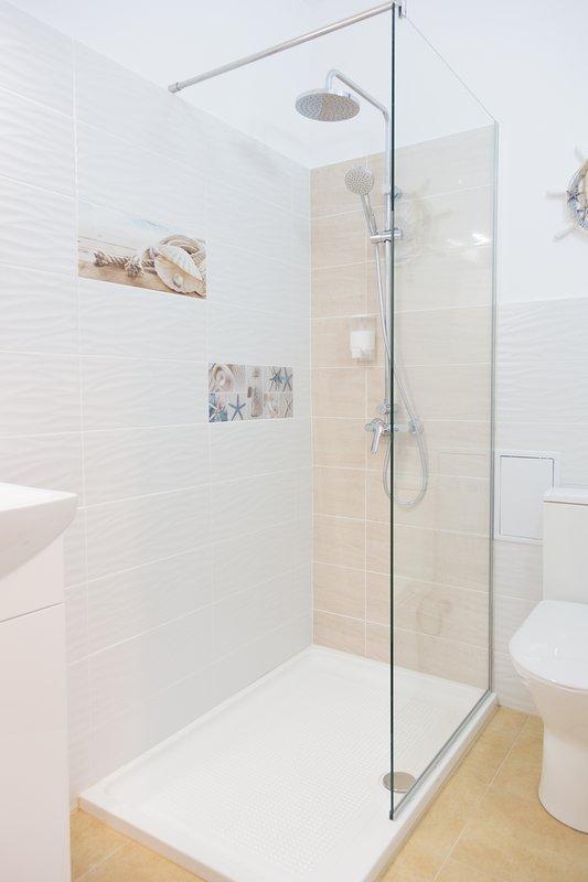 baño privado con ducha. Jabón y gel de ducha disponible