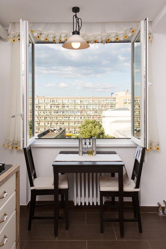 mesa de la cocina puede alojar a 4 personas