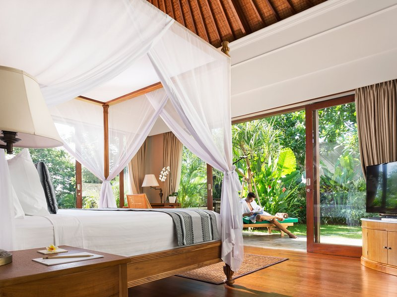 Bedroom with Garden and Private pool. Outdoor shower and bathtub are attach with the room