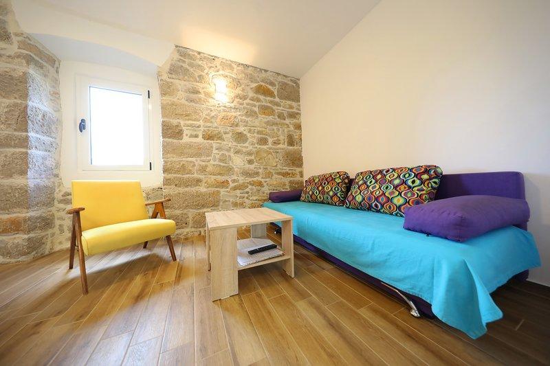 DELUXE STONE HOUSE, AP 4+2 (A1), location de vacances à Pakostane