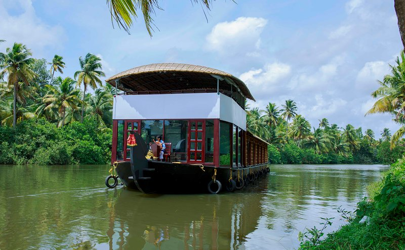deluxe a/c room in a sharing houseboat with all meals for 2pax, holiday rental in Alappuzha
