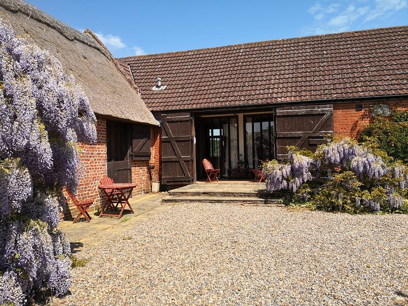 Peaceful barn conversion on working farm in Broads National Park, holiday rental in Ludham