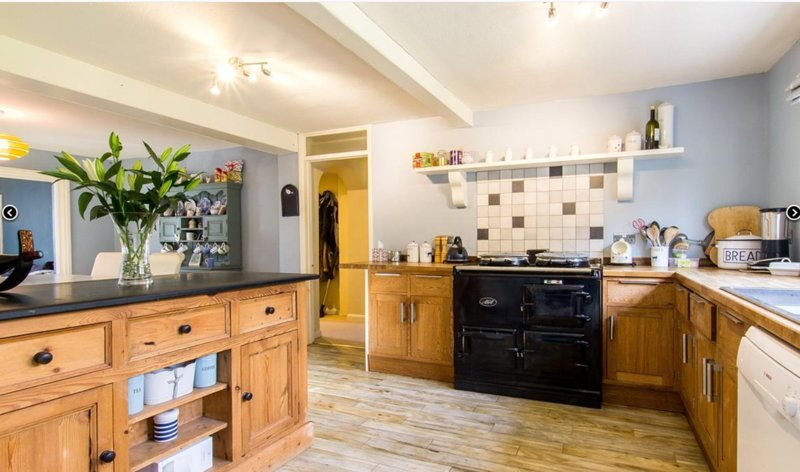 4 bed Period family home with aga and open fires Battle. Late Sunday checkouts, holiday rental in Robertsbridge