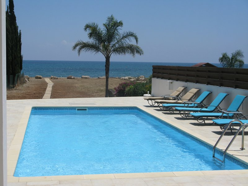 Beach House, Faros Beach, Pervolia Larnaca., holiday rental in Pervolia