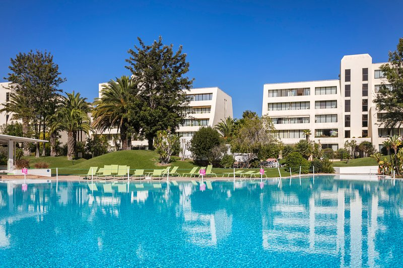 One of the biggest swimming pools and gardens in the algarve