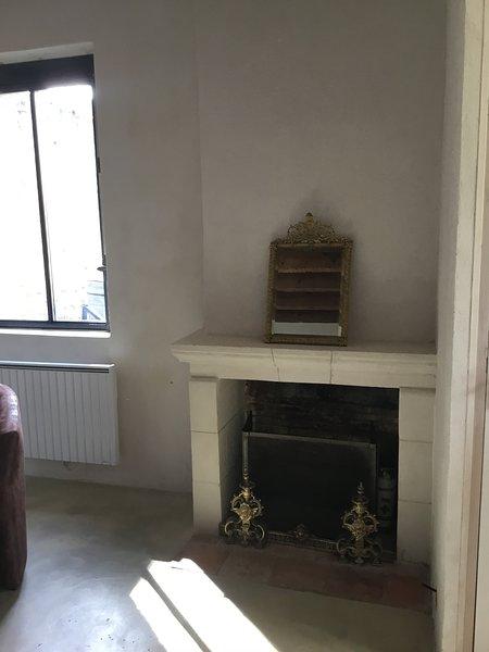 Maison d'amis 2 personnes, vacation rental in La Suze-sur-Sarthe