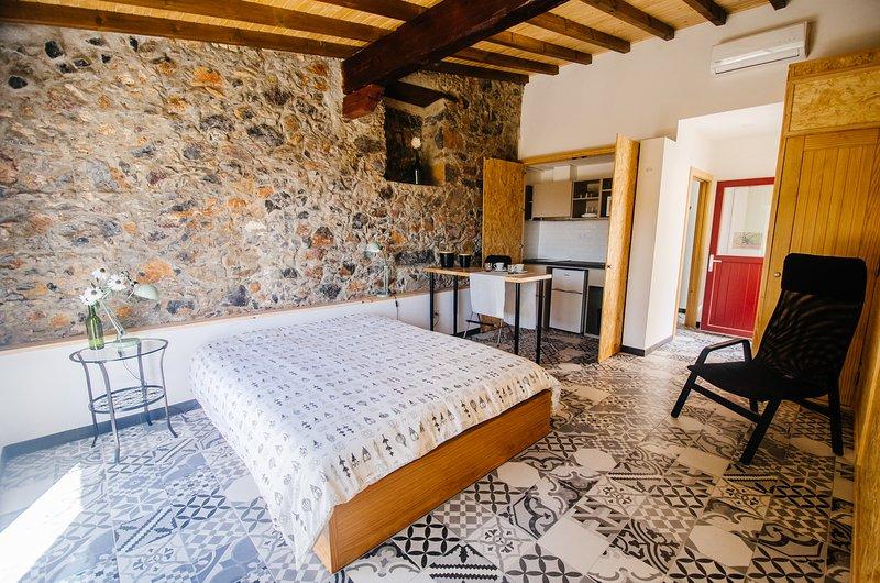 Carvalho - Estúdio no Centro Histórico de Sintra, holiday rental in Galamares