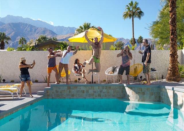 Certaines de nos stars préférées de Bravo TV suspendues au bord de la piscine au Lemon Tw