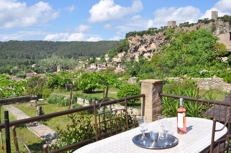 Romantic house in the heart of the peaceful Provence, with view, location de vacances à Var