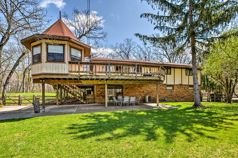 Plan your next family trip to this Elkhorn vacation rental house in Wisconsin.
