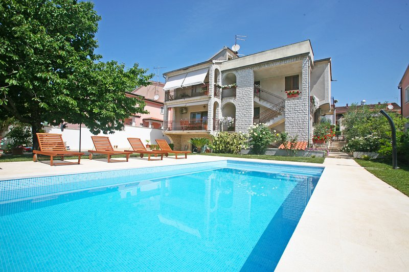 Apartments Maras A2+1, location de vacances à Varvari