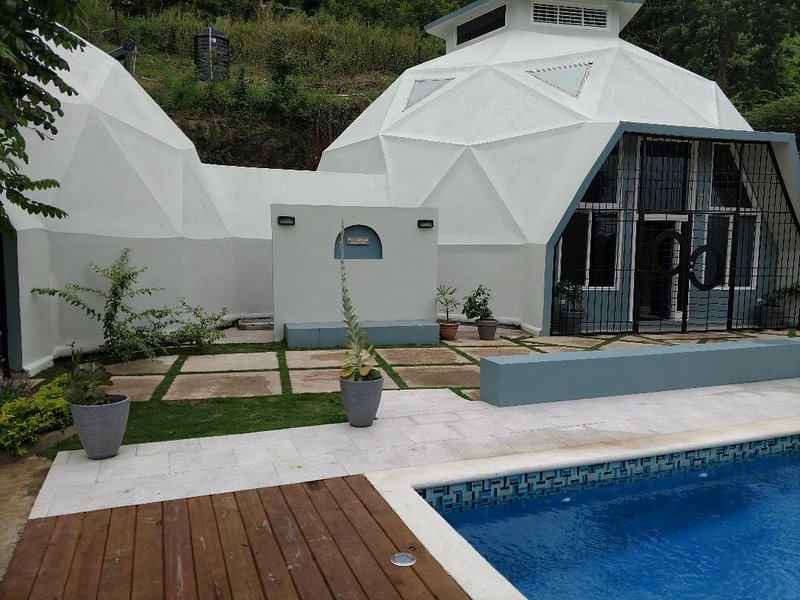 Villa Cupola is an exquisitely designer decorated geodesic dome., vacation rental in Runaway Bay