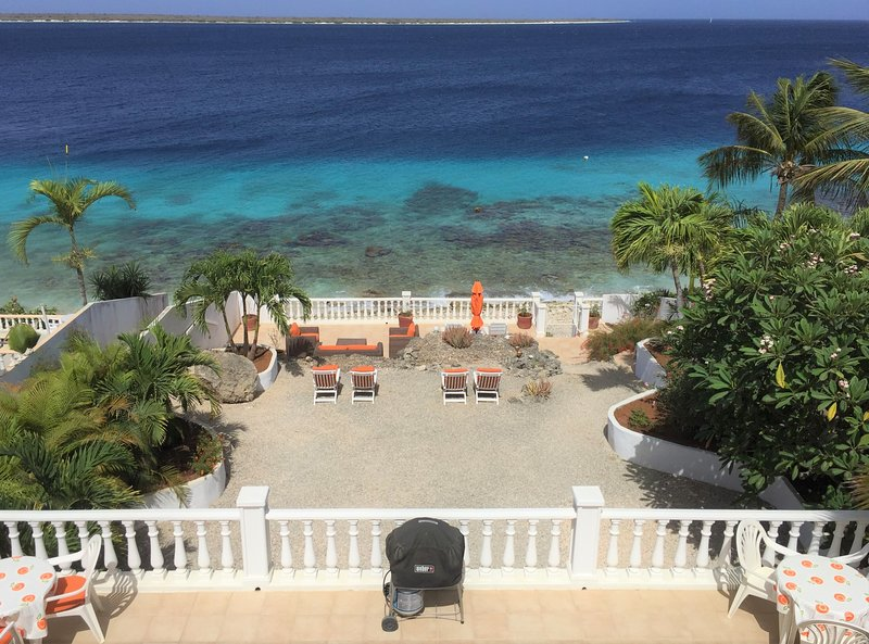 Oceanfront Villa; direct access to dive/snorkel site 'The Cliff'.