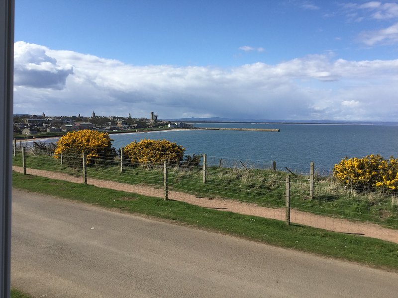 New (2018) self-catering holiday home with panoramic sea views to St Andrews., holiday rental in Boarhills