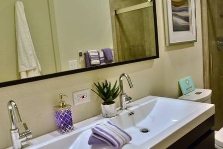 Double sinks in bathroom # 2 \, perfect for two people!