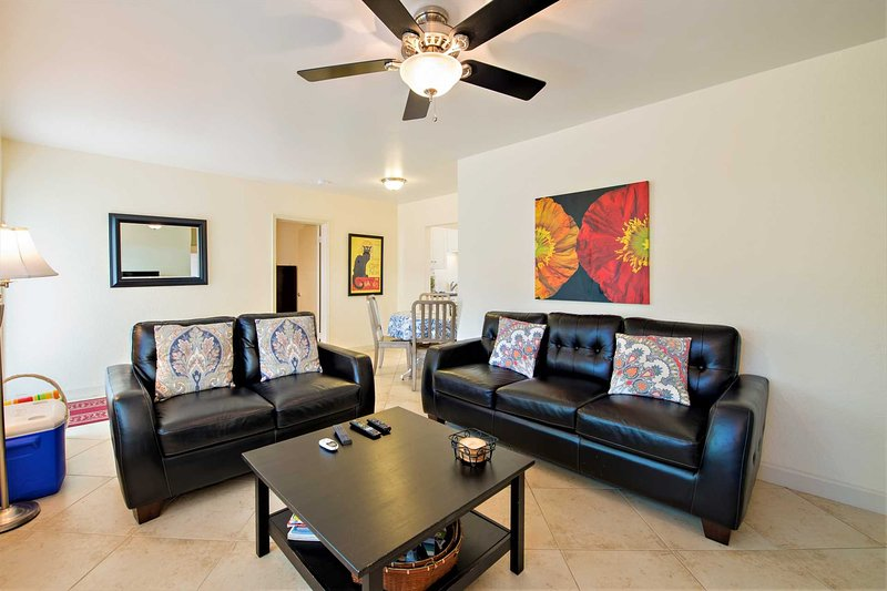 Tropical Garden Apartment is just Steps to Sand, Surf and Fun! – semesterbostad i Lauderdale by the Sea