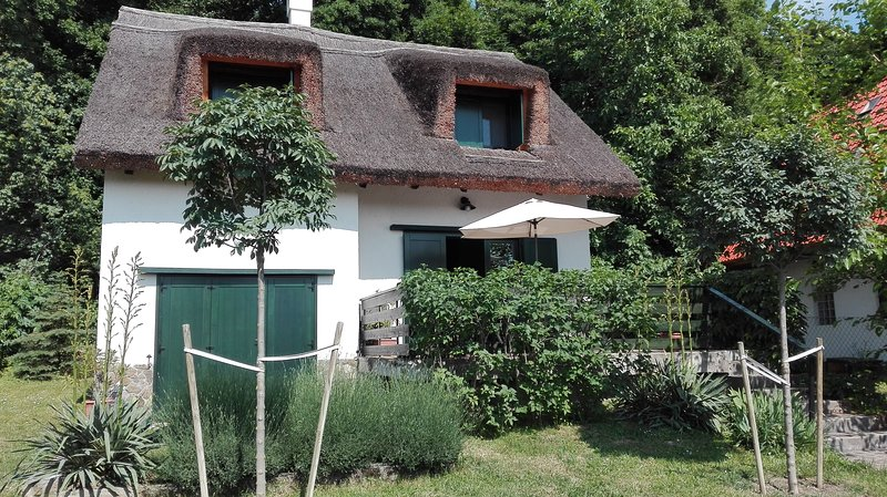 Peace & Beach - House in Tihany, Balaton, holiday rental in Balatonfoldvar