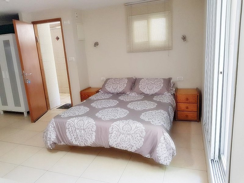 Conveniently located Studio Apartment in East Raanana near Achuza, alquiler de vacaciones en Kfar Saba