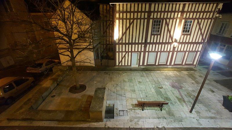 Au 36,Appartement très lumineux au coeur du vieux joigny, holiday rental in Villiers-sur-Tholon