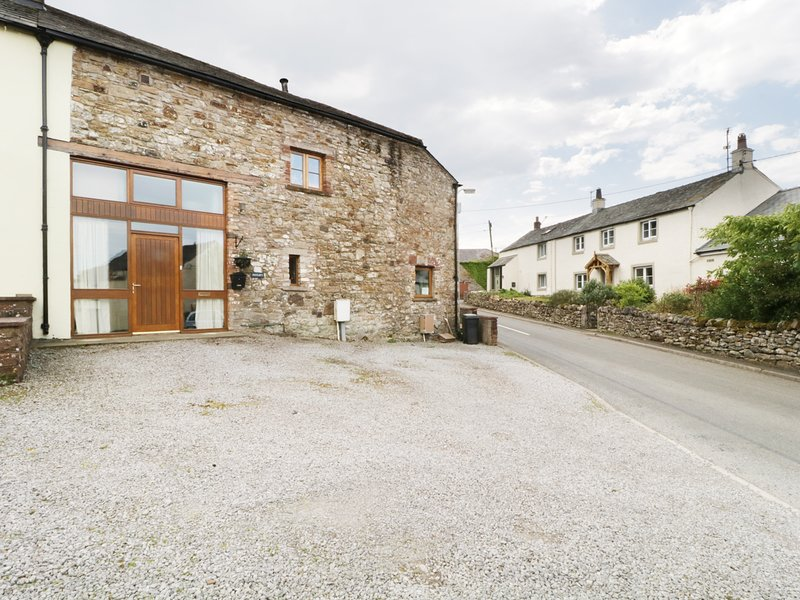 THE HAYLOFT, wood burning stove, wi-fi: Ref: 972669, holiday rental in Stainburn