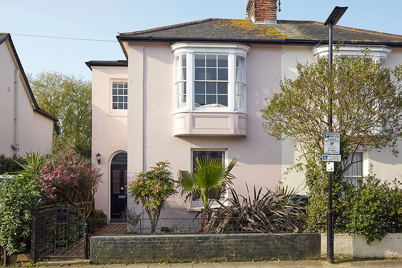 Charming Victorian villa just off the seafront.  Use of its own private Beach Hut by arrangement