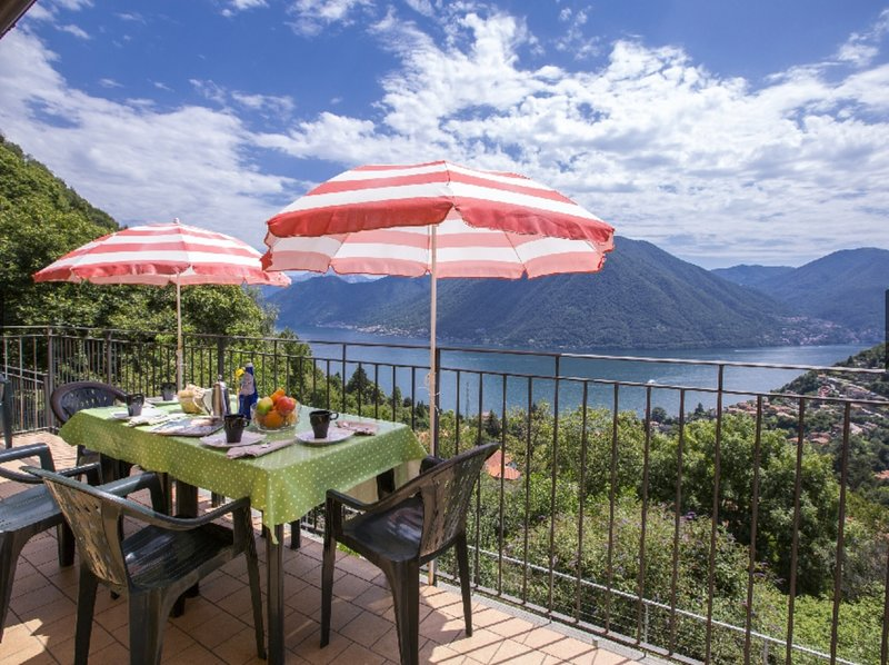 stunning views & al fresco dining