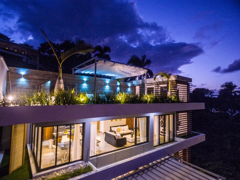 5* BEACH VIEW PENTHOUSE W/ ROOFTOP TERRACE, JACUZZI & BREAKFAST SERVICE INCLUDED, vacation rental in Las Terrenas