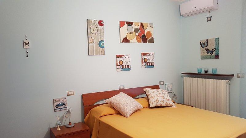 B&B Villa Sole - Camera Iris ( Camera Matrimoniale), holiday rental in Stella di Monsampolo