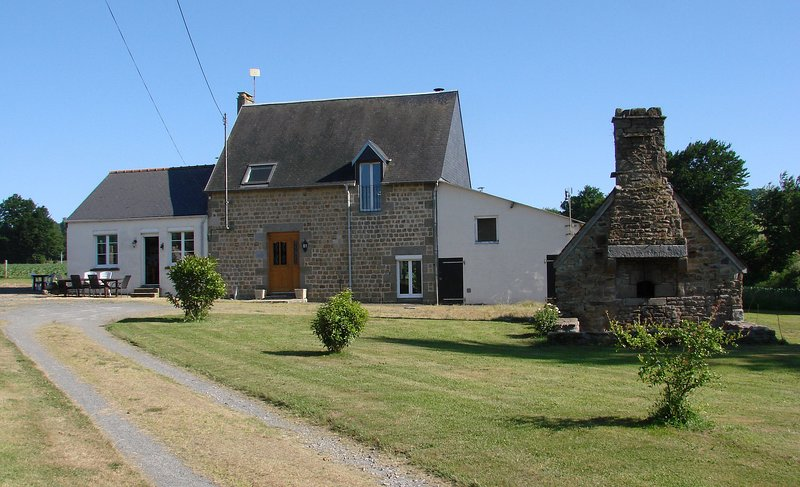 Bed and Breakfast. La Blanche Roche. Sourdeval. 50150., location de vacances à Barenton