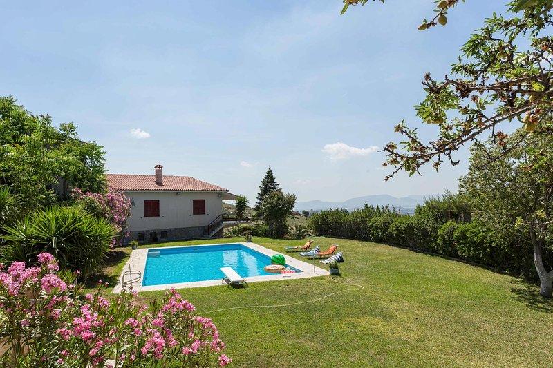 Dream Holiday in a Garden Pool Villa, location de vacances à Glyka Nera