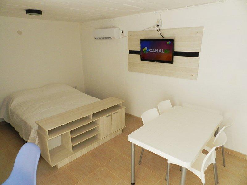 No 1 - Alojamiento totalmente equipado, a escasas cuadras del hermoso Rio Negro, holiday rental in Viedma