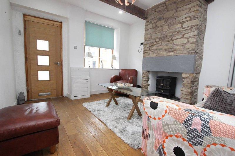 **3 beds plus Snug Room ** Delph Cottage, Egerton, Bolton, holiday rental in Oswaldtwistle