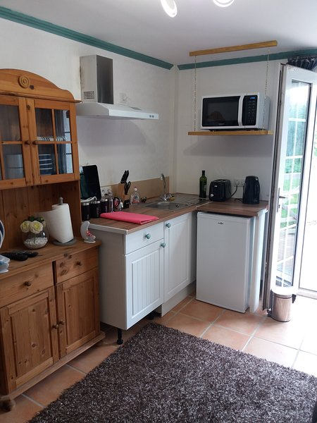 Enter into a fully fitted kitchen in the salon