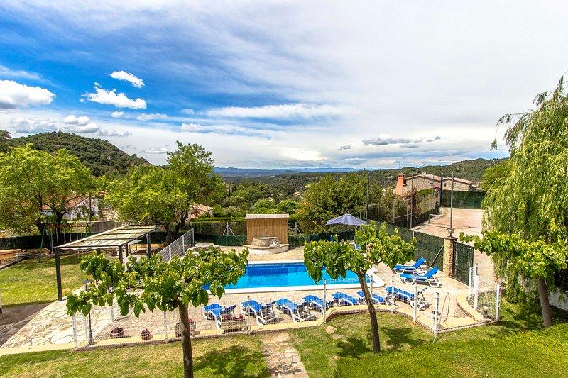 Catalunya Casas: Villa Rellinars in the heart of the lovely Catalan countryside!, location de vacances à Sant Quirze Safaja