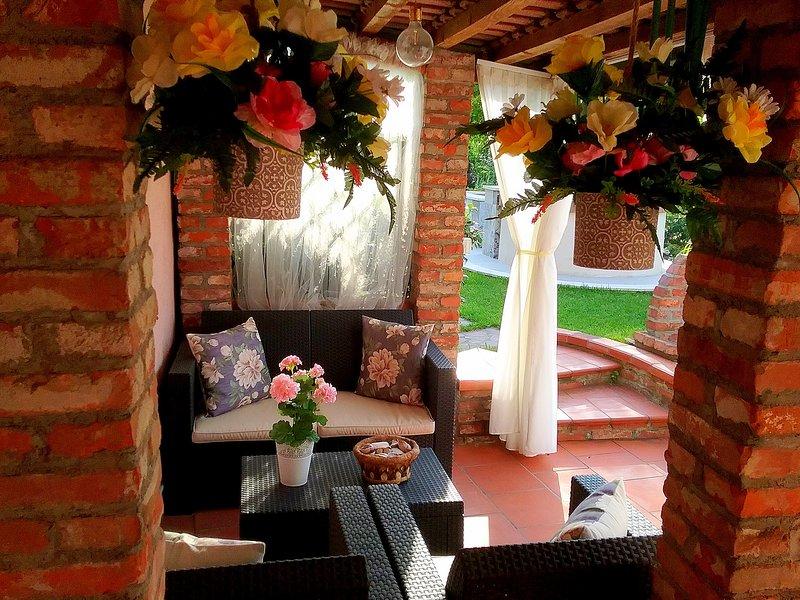 Amaryllis case vacanza: cod. CITR 011002-CAV0002 (casa rosa indipendente), holiday rental in Arcola